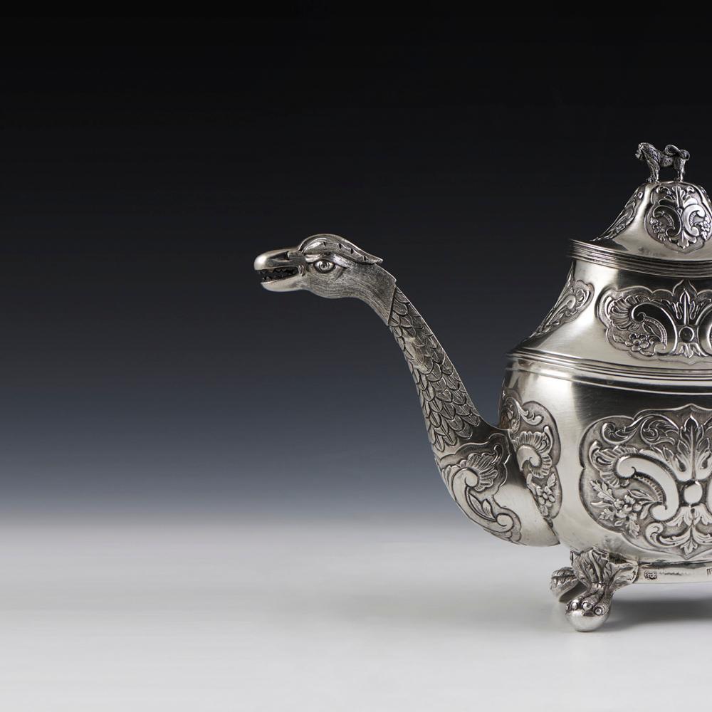 Bule em prata portuguesa, séc. XIX, P. 1046 g.