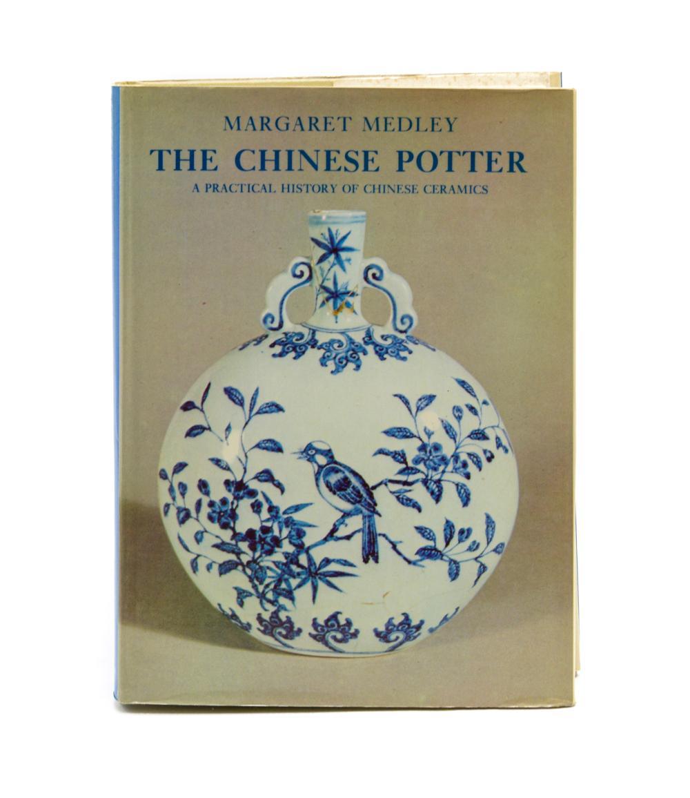 MEDLEY, Margaret. Lote de 2 vols. encs.