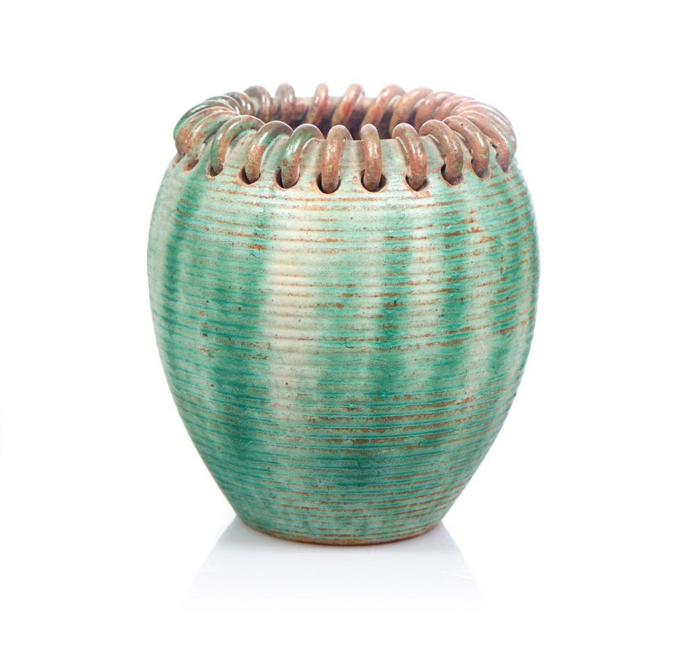 Jarra em cerâmica em tons de verde