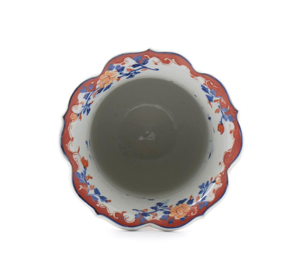 Cachepot de bordo recortado em porcelana japonesa