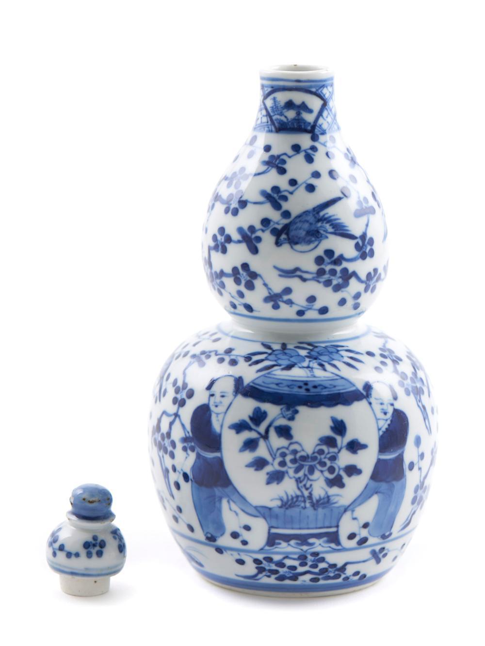 Garrafa com tampa em porcelana chinesa