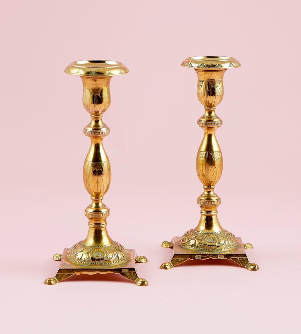 Castiçais de prata dourada, séc. XIX, P. 548g.