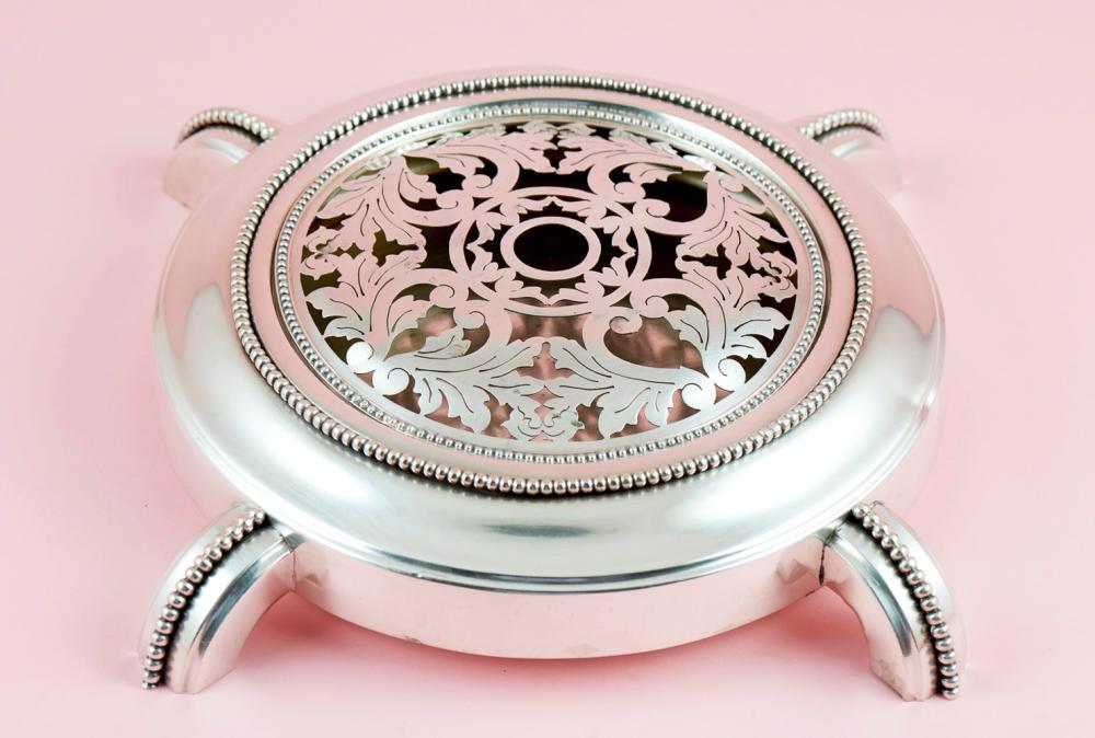 """Floreira """"Art Déco"""" em prata, 833%, P.1052g."""