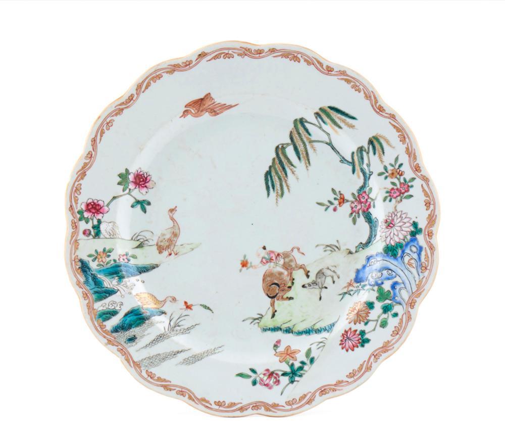 Prato de bordo recortado em porcelana chinesa CI