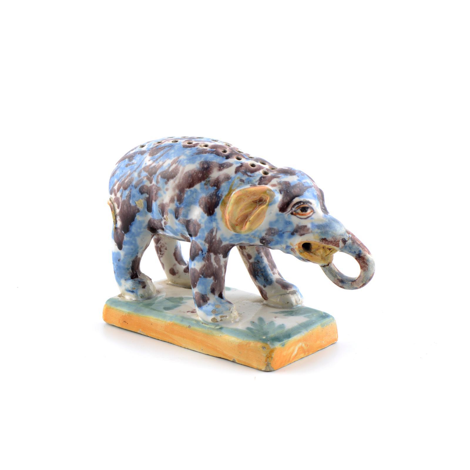 Paliteiro elefante, faiança portuguesa