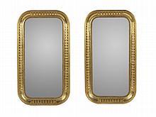Par de espelhos de formato rectangular dourados