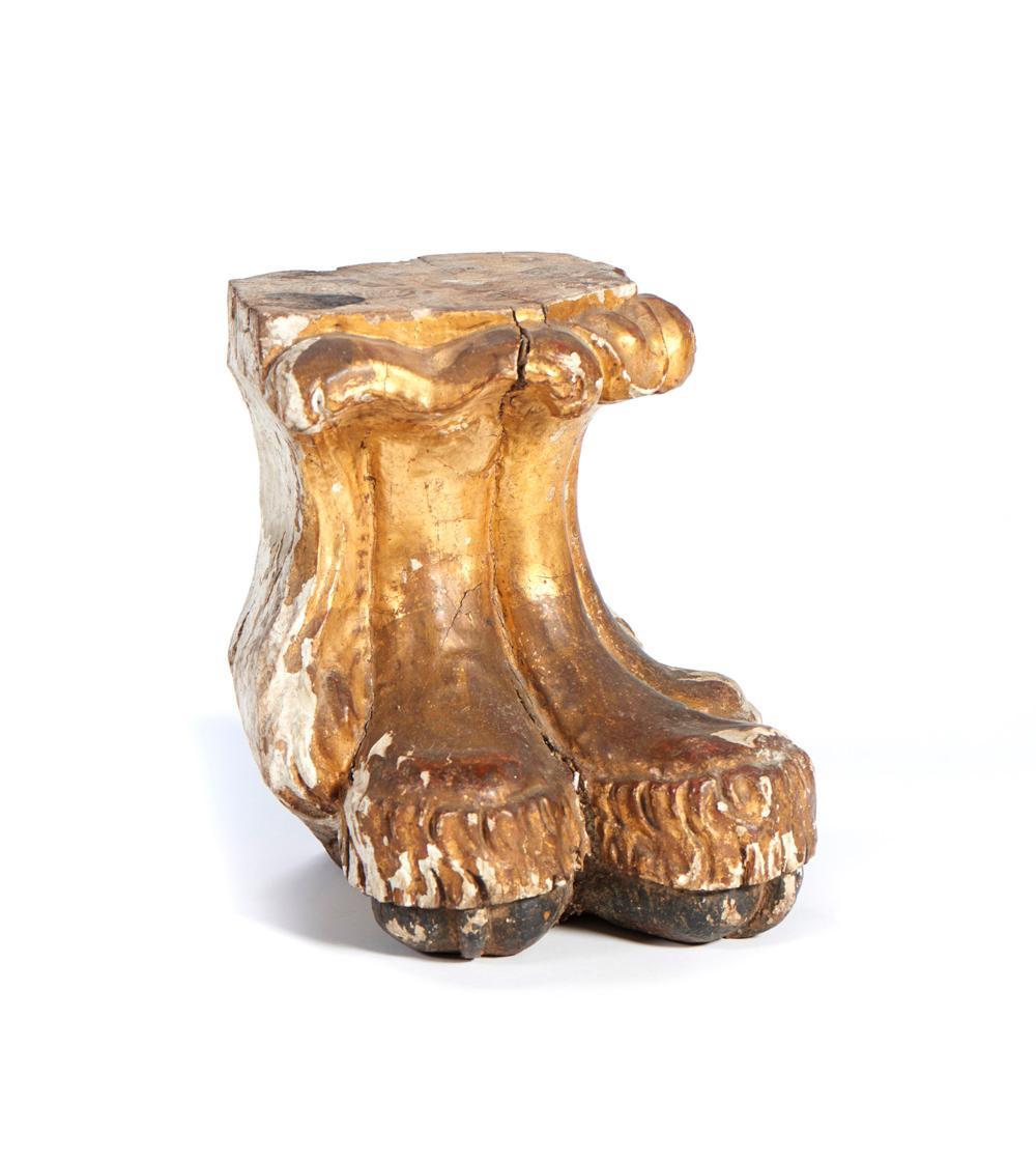 Grande base em forma de pata de animal, XVIII