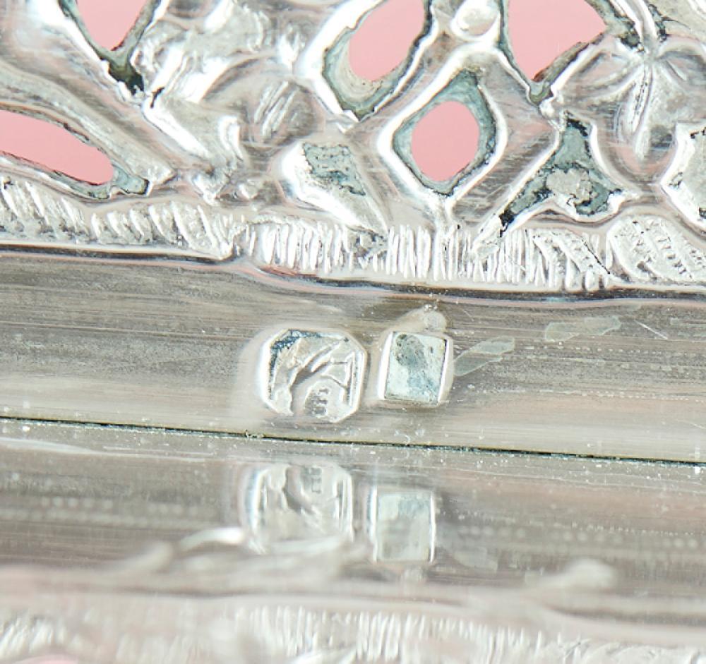 Tabuleiro de gradinha em prata, 833%, P: 2942 g.