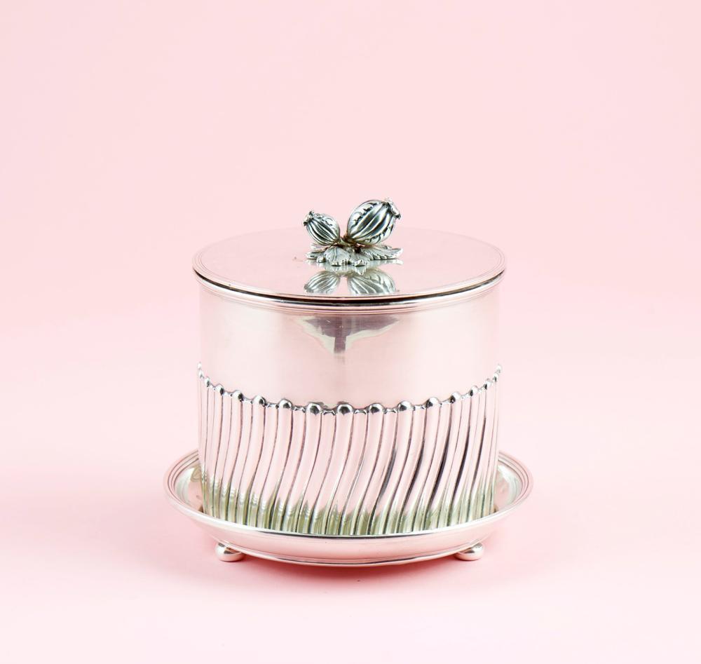 Caixa para chá em prata 916%, séc. XX, P. 938g