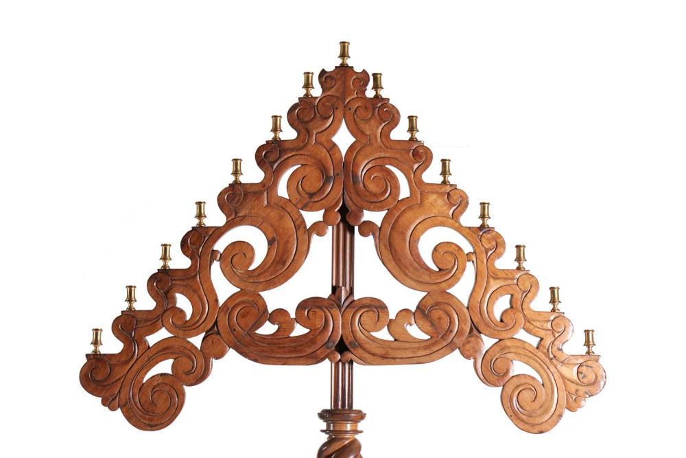 Raro importante candelabro português, do séc. XVII