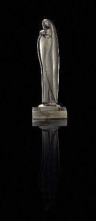 V.P.C., escultura em bronze, Alt.:26 cm.