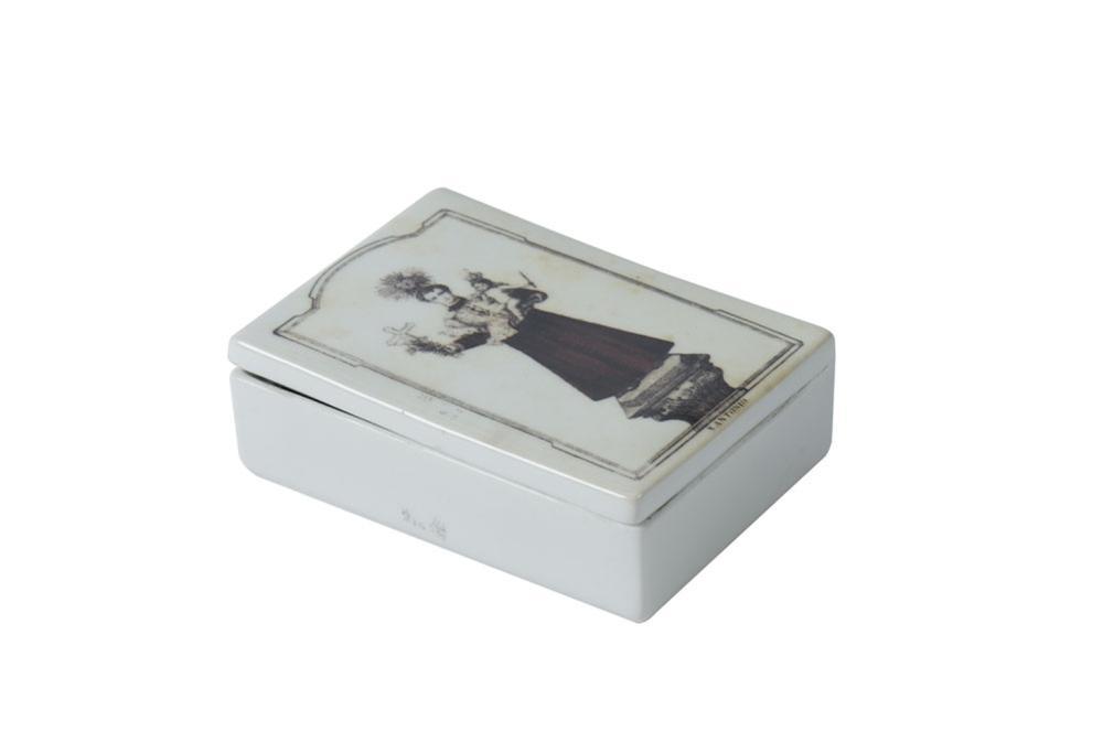 Caixa com tampa em porcelana portuguesa