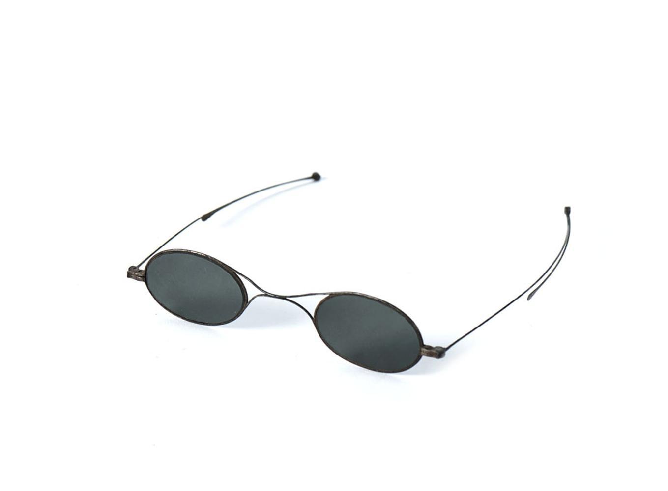 Óculos escuros, objecto uso pessoal do poeta