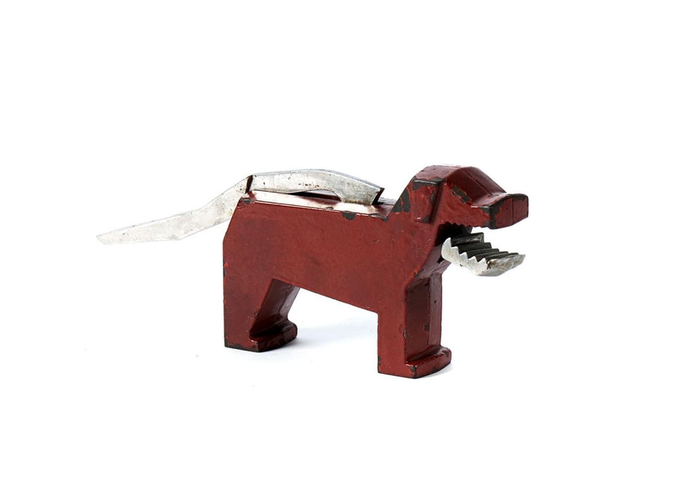 Quebra-nozes em forma de cão, em metal