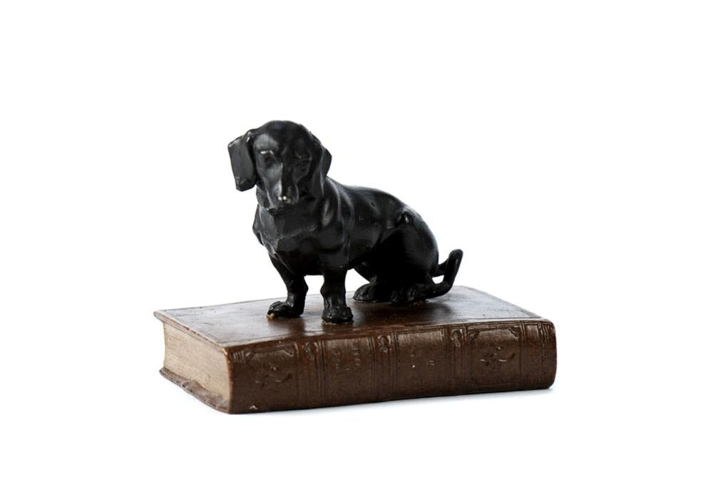 Pisa-papéis em forma de cão
