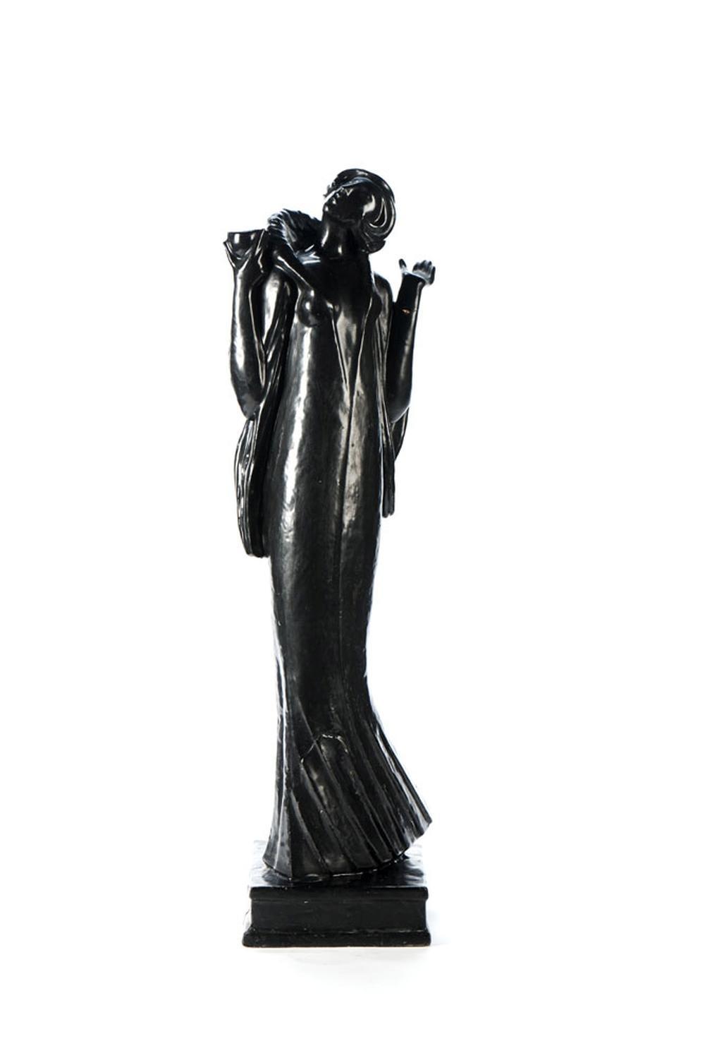 Figura feminina, Escultura em massa