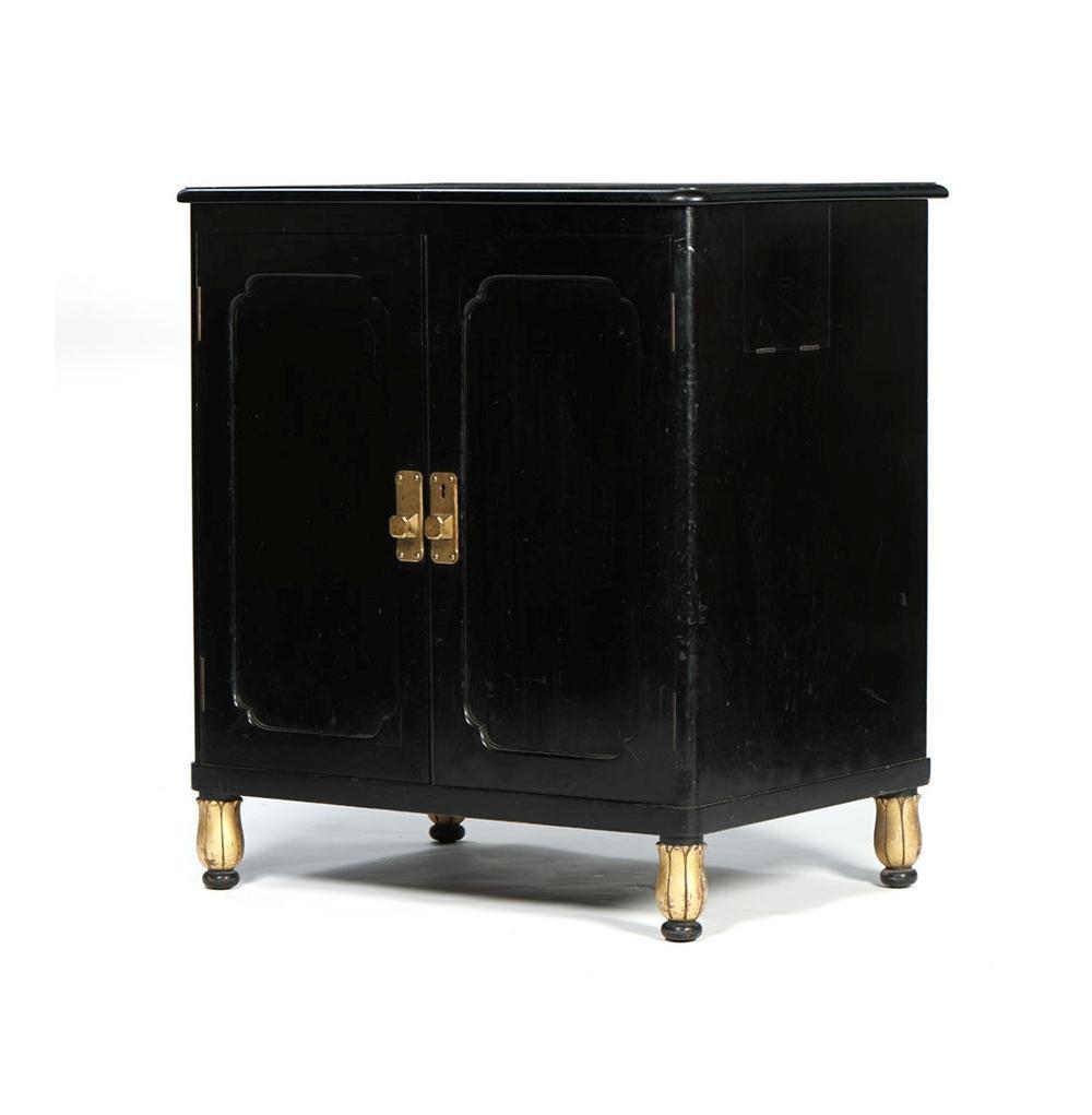 Armário Art Deco, de duas portas, em madeira