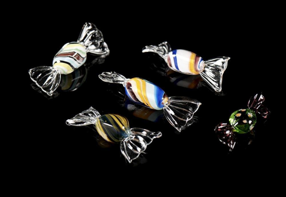 Lote de cinco rebuçados em vidro colorido, Murano