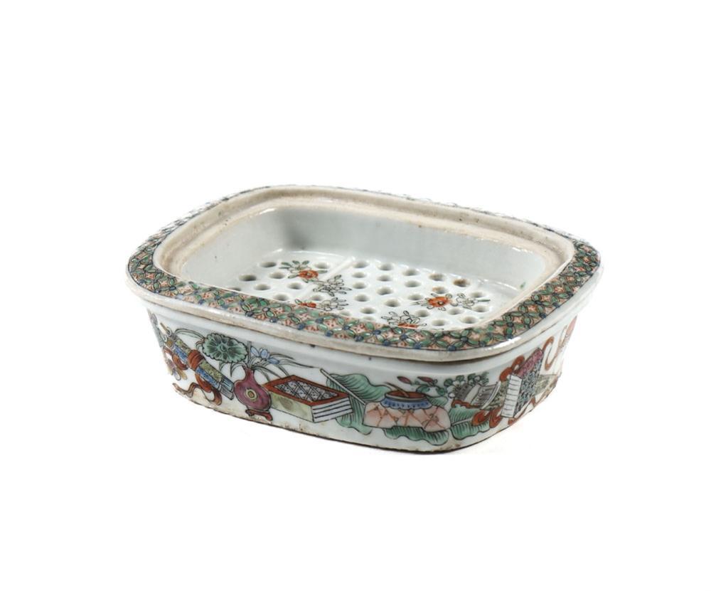 Saboneteira com grelha em porcelana oriental