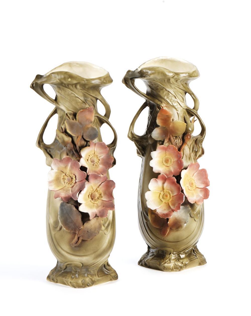 """Par de jarras """"Art Nouveau"""" em porcelana"""