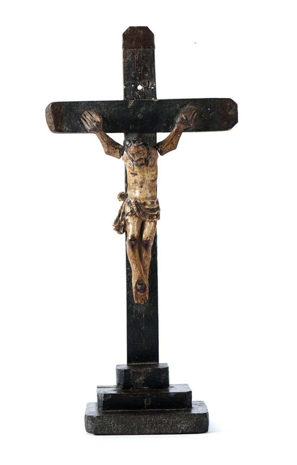 Jesus Cristo crucificado, esc. e cruz em madeira