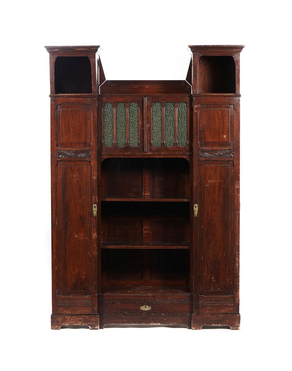 Armário em madeira, móvel de uso pessoal do poeta