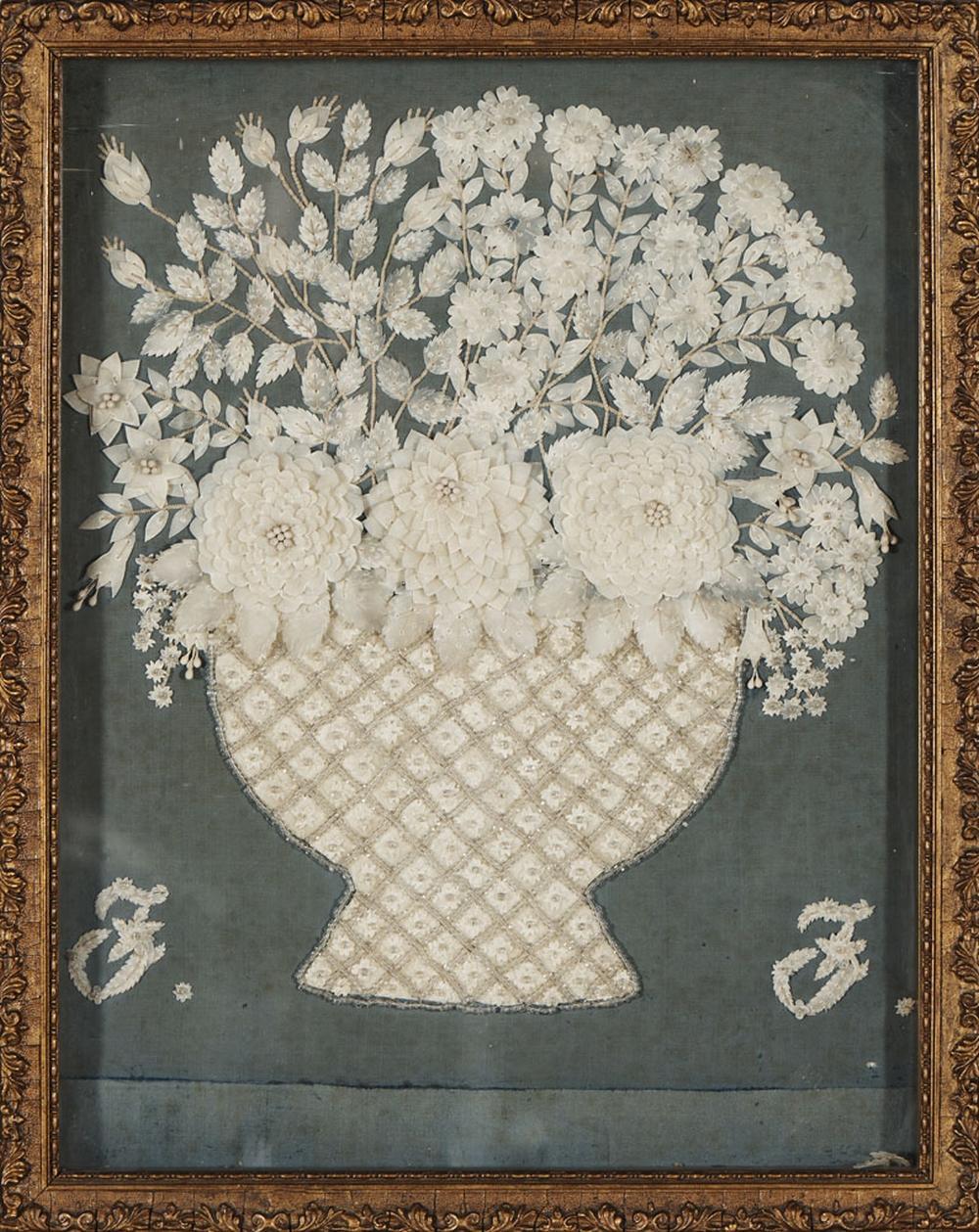 Vaso com flores bordado a missangas, 39 x 30 cm.
