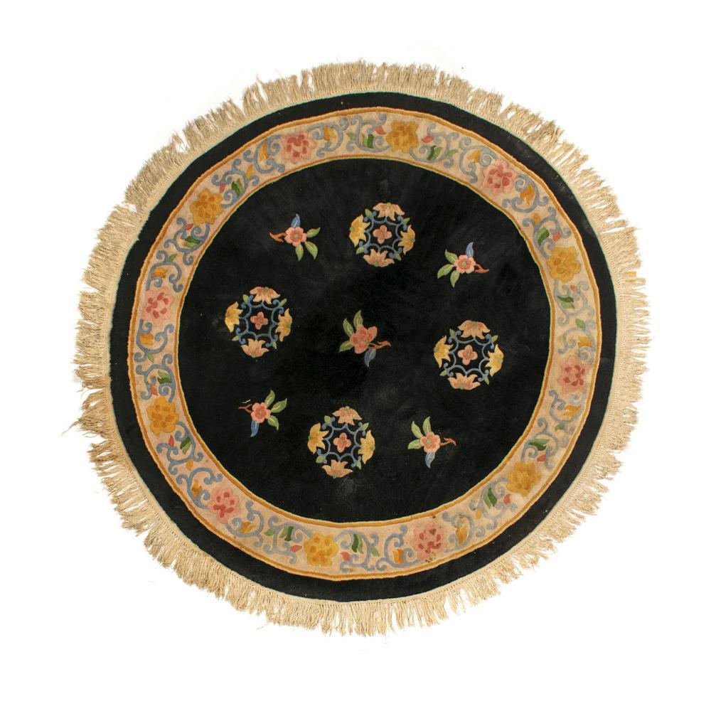 Tapete chinês em lã, Diam. aprox.: 170 cm.