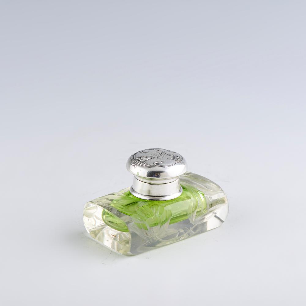 Pequeno jarro e tinteiro em vidro e prata, 833% (2