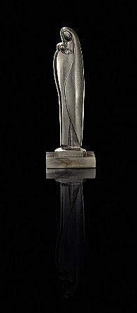 V.P.C., escultura em bronze, Alt.:26 cm. V. P. C.,