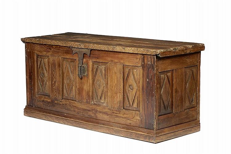 Arca de grandes dimensões em madeira, séc. XVII