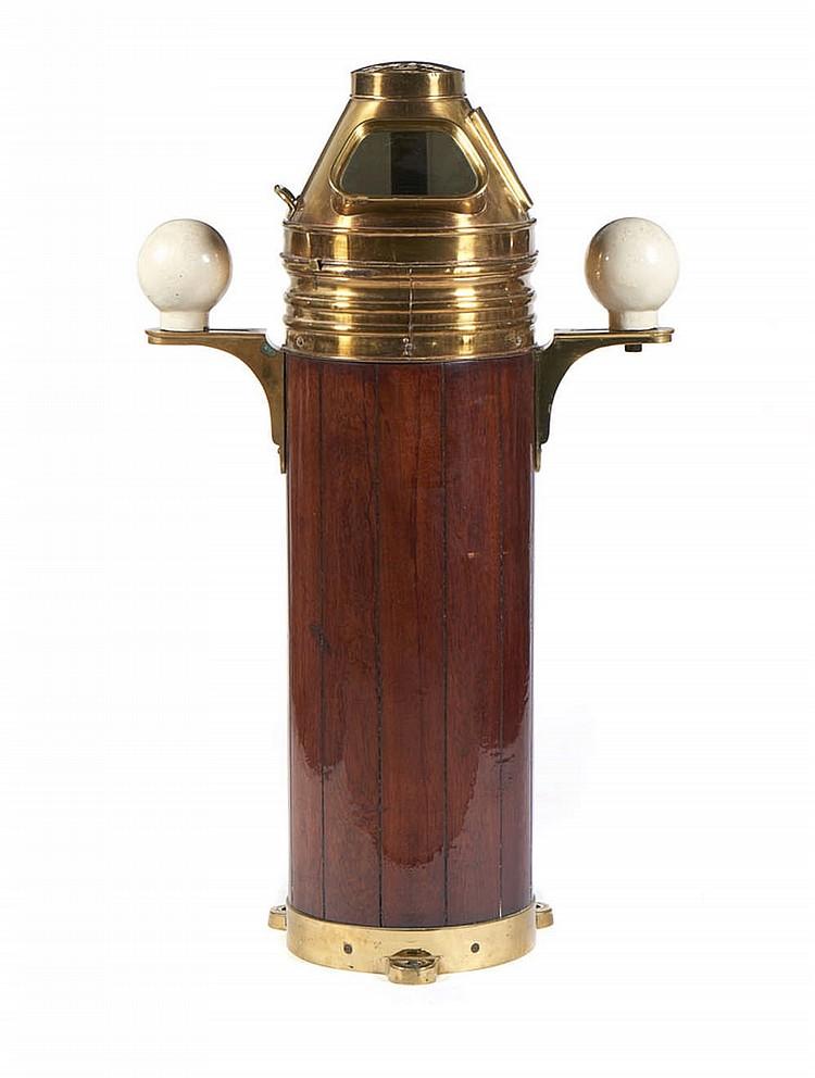 Bitácula em latão, madeira e mostradores em vidro