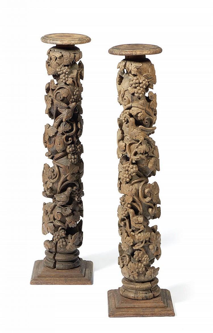 Par de colunas torsas em madeira entalhada (2)