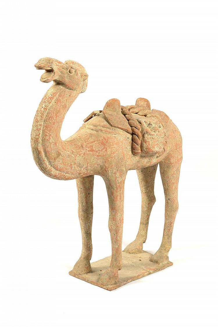 Camelo, escultura chinesa em terracota.
