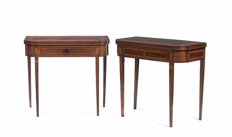 Par de mesas de jogo D. Maria, em diversas madeira