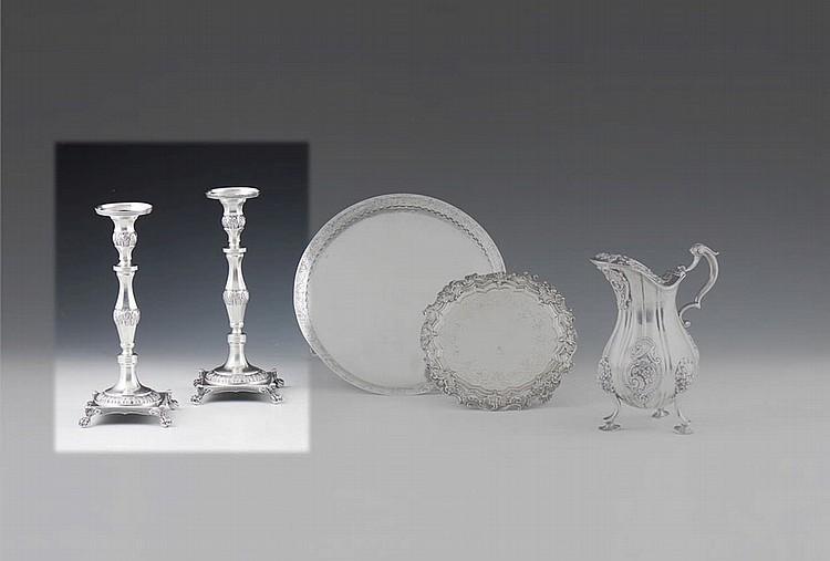 Par de castiçais em prata, séc. XIX, P. 790 g.