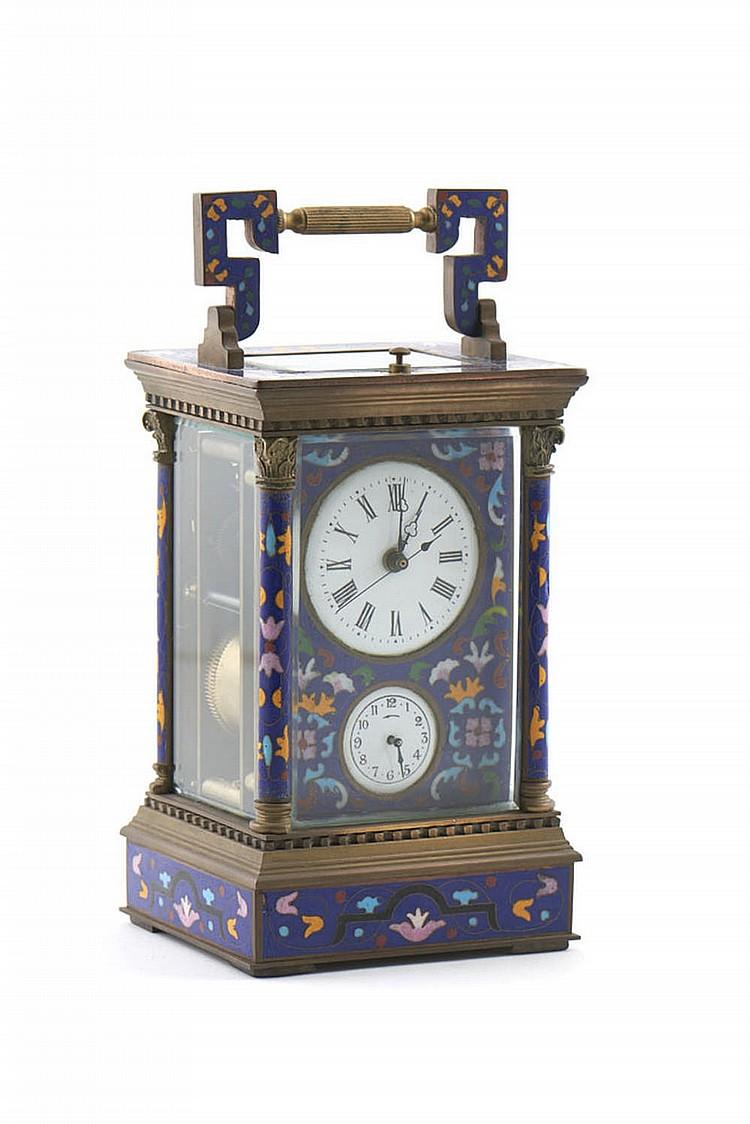 Relógio de viagem com caixa em metal