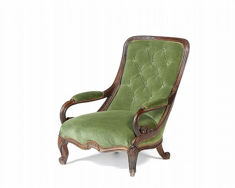 Cadeira estilo Voltaire em madeira