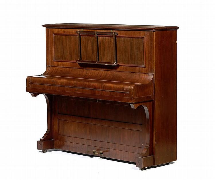 Piano vertical, do fabricante alemão C. BECHSTEIN