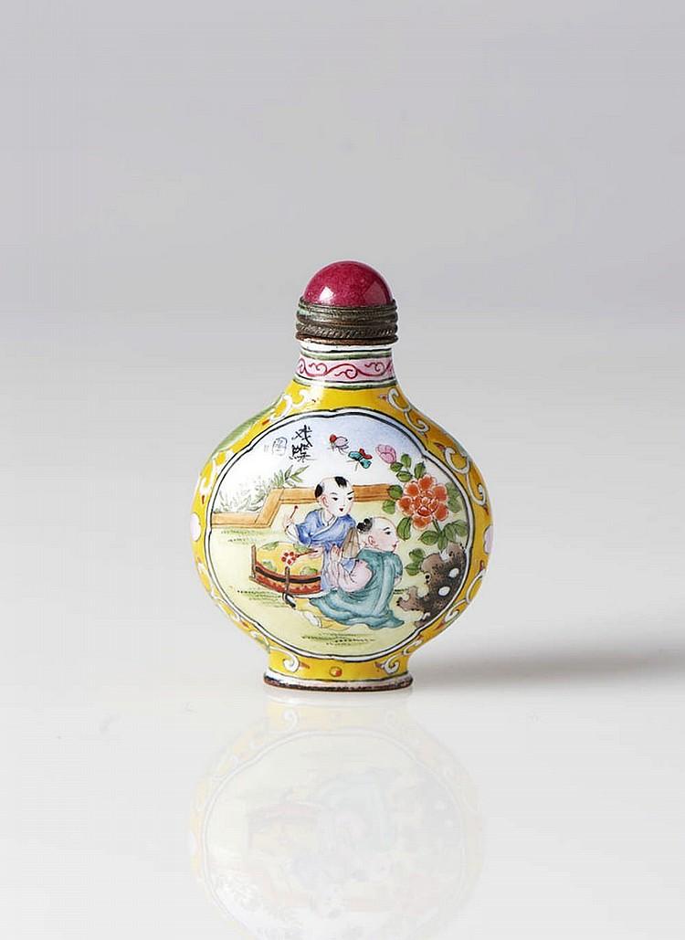 Snuff bottle chinesa em metal esmaltado