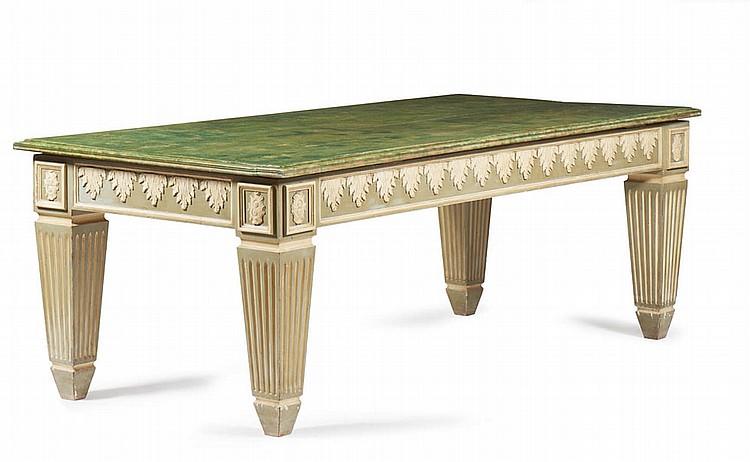 Mesa de casa de jantar em madeira entalhada