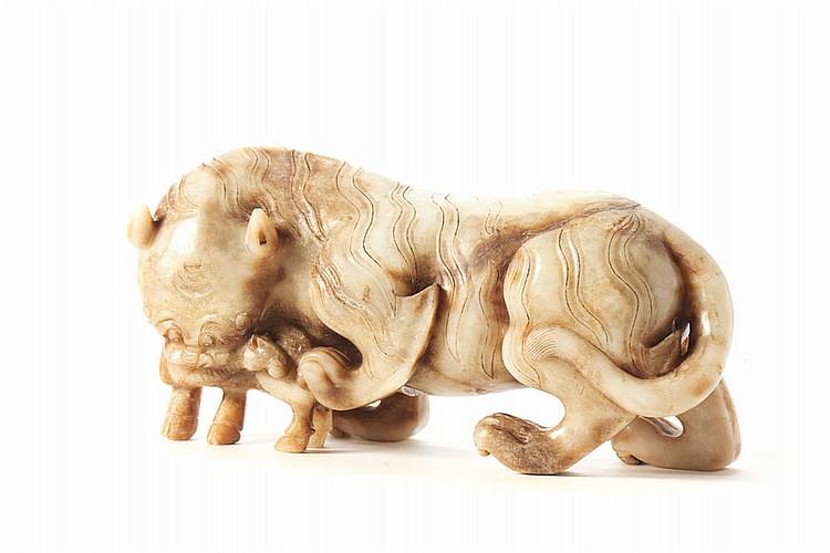 Tigre a caçar, escultura chinesa em jade