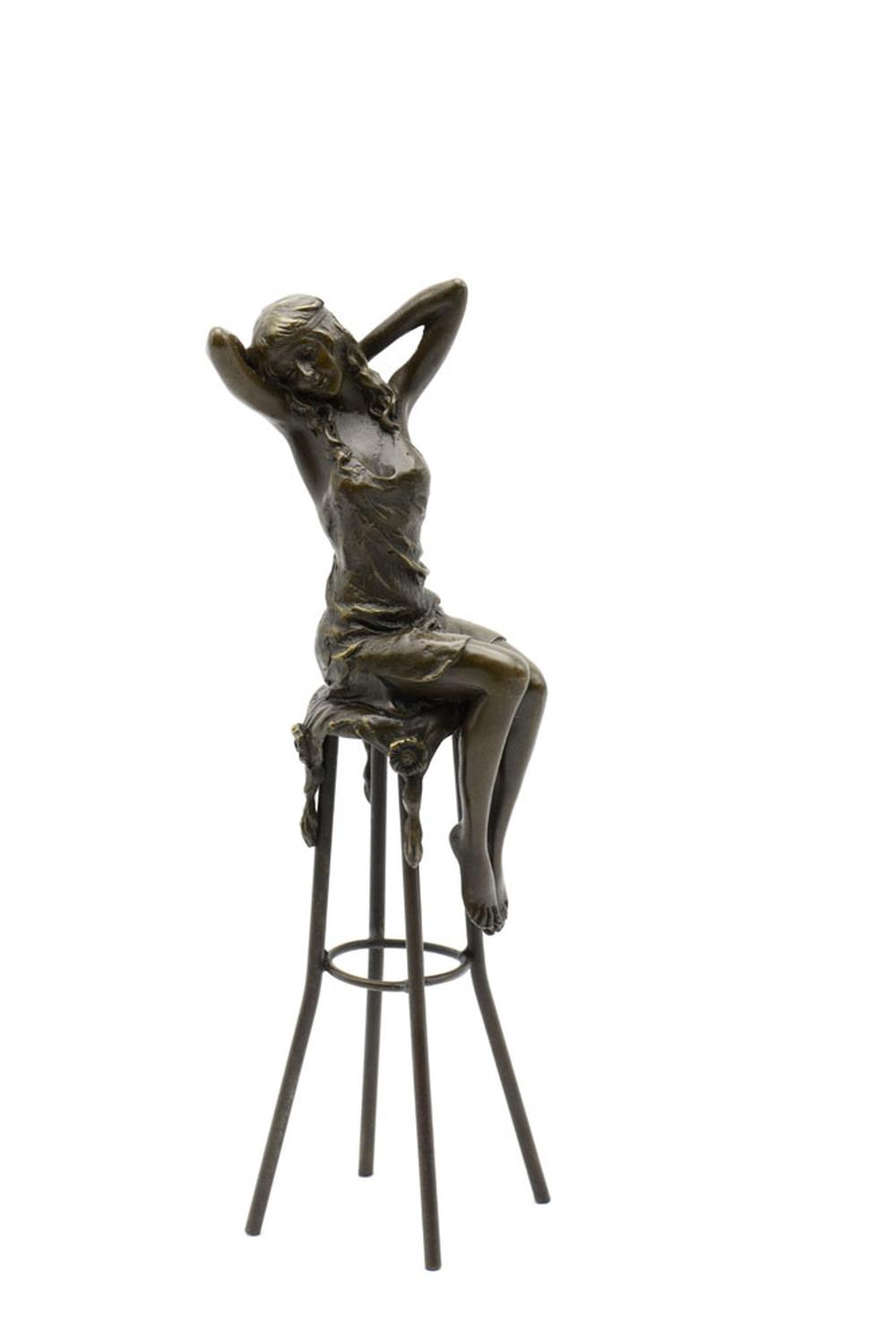 Figura feminina sentada, Esc. em bronze