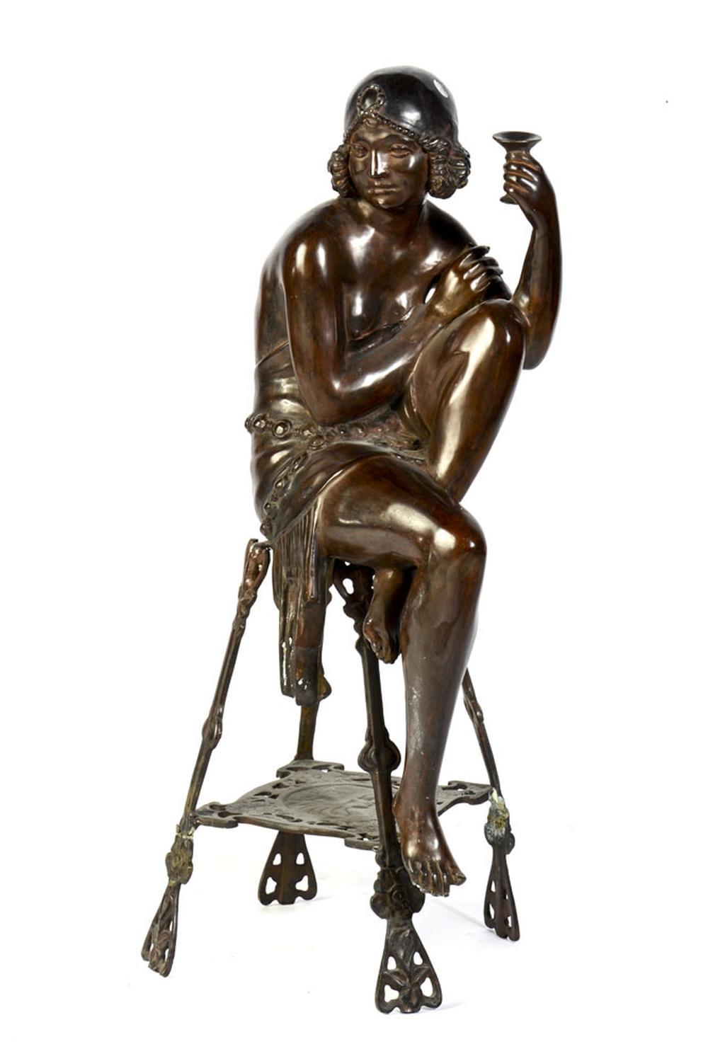 Figura feminina, Escultura em bronze, 78 cm.