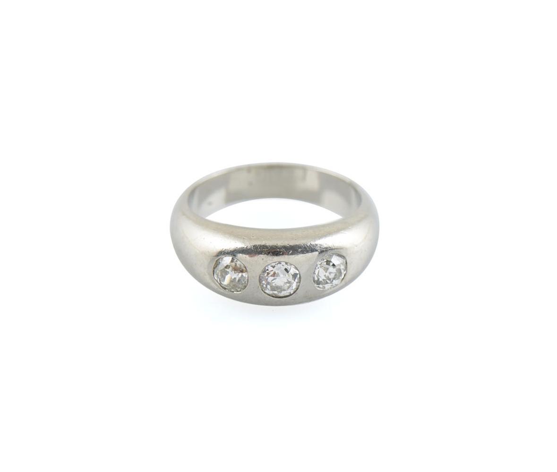 Anel em ouro 800%com 3 diamantes, P. 9,5g
