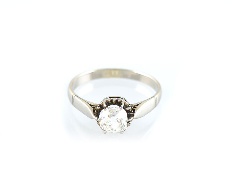 Anel em platina com diamante, P. 4,5 g.