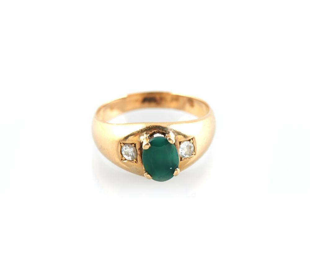 Anel em ouro com ágata verde e diamantes, P.7,98g.