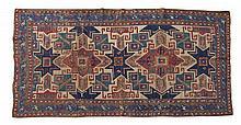 Tapete oriental em tons de azul, bege e encarnado