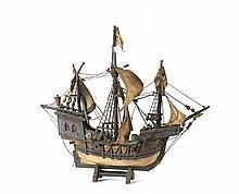 Modelo de caravela, em madeira pintada