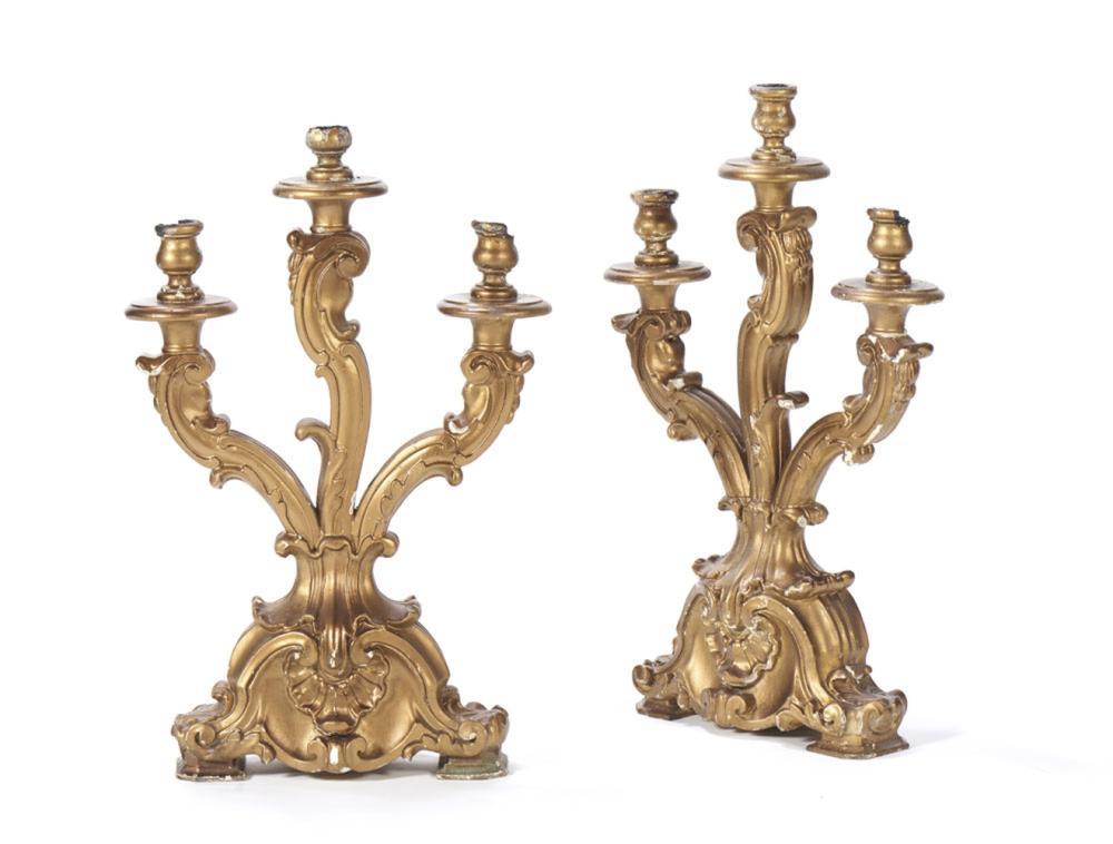 Par de candelabros em madeira entalhada (2)
